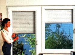 Ventanas y puertas con sistema interno de persianas for Ventanas con persianas incorporadas